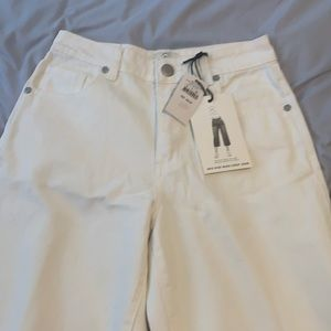 Mid Rise Wide Leg Jean cropped above ankle size 4